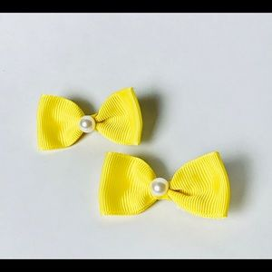 Yellow bow hair clip set with pearl detail